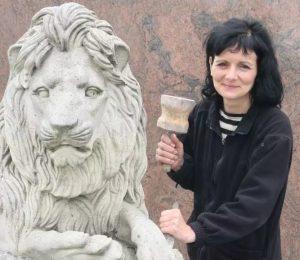 Karin-Grobe-Bildhauerin-Steinmetzmeisterin-Restauratorin-Zossen