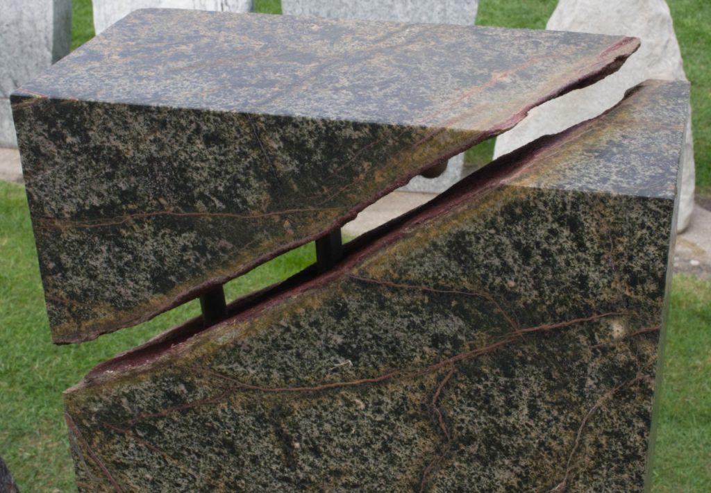 Grabstein Stele Amazonas satiniert