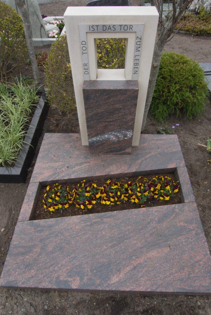 Urnengrabstein Barap satiniert mit Marmor und Edelstahl